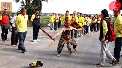 乩童操寶《奮力擊背聲!!》Religious Carnival - Taiwan