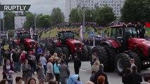 Tanques, tractores y... ¿sofás? Desfile de la Independencia en Bielorrusia