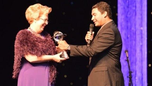TAM Airlines é homenageada nos EUA - Brazilian Press Awards 2013 - Silvana Mandelli