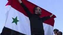 Siria, a Damasco in piazza decine di abitanti pro Assad