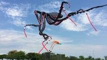 Cette pieuvre flottant géante dans le ciel de Singapour est incroyable - Cerf-volant géant