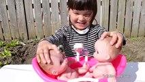 Twin Baby Dolls Bath Time Fun - Lil Cutesies Dolls Bathtub How to bath baby Dolls toy video