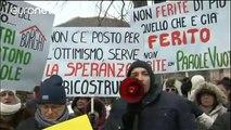 Los afectados por los terremotos que sacudieron el centro de Italia exigen poder regresar a sus…