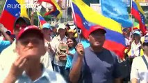 Cientos de mujeres marchan en Caracas para exigir la reactivación del revocatorio contra Maduro