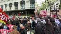 Grèves, manifestations, invectives: Emmanuel Macron face à la contestation