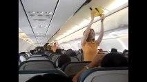 Hostesler uçakta güvenlik kurallarını dans ederek anlattı