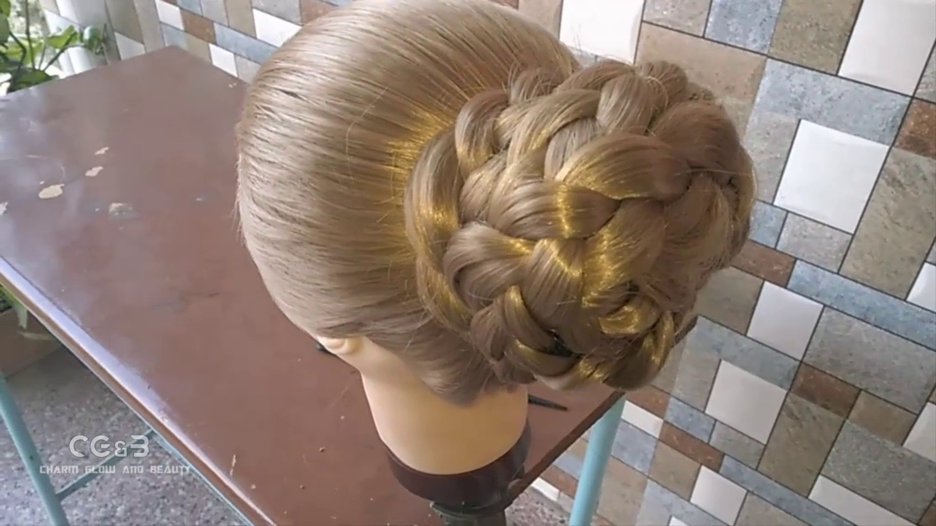 try this jalebi juda hairstyle, best look on saree. look beautiful in party. learn step by step 2018 best stylish juda making
