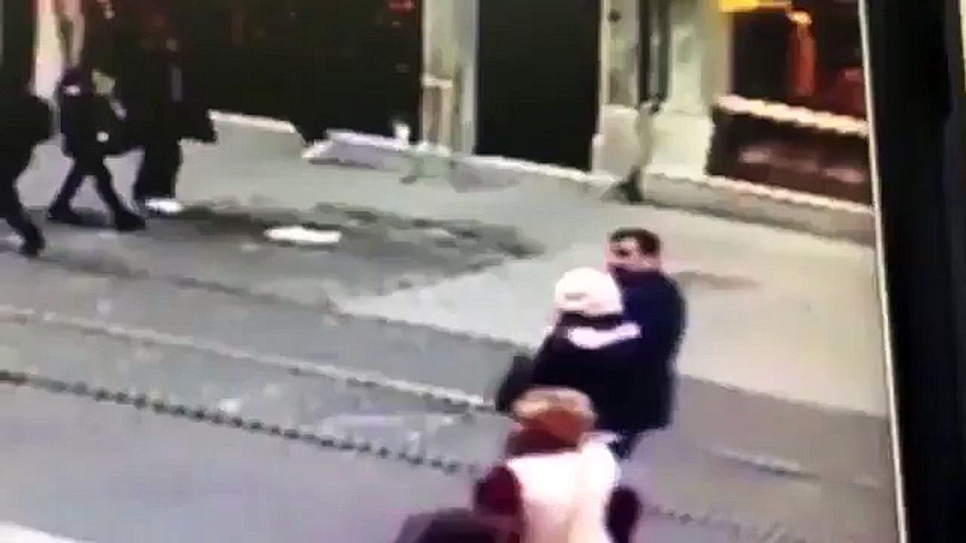 İstiklal Caddesi'ndeki canlı bomba saldırısı kamerada