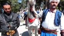 Eskişehir'den Bilecik'e dedelerini ziyarete 'at'la geldiler - BİLECİK