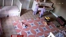 2 yaşındaki çocuk ikiz kardeşini dolabın altından böyle kurtardı