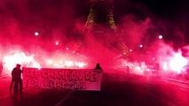 Les supporters parisiens enflamment la Tour Eiffel