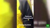 Alman yıldız futbolcu Mario Götze, kramponlarını takımın genç oyuncusuna temizlettirdi