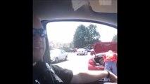 Ce policier prend un voleur en flagrant délit et c'est tellement drole