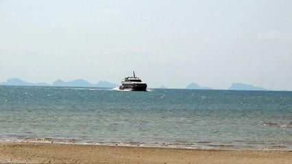 Lompraya Catamaran Arrives in Nathon Pier Koh Samui