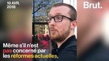 VIDEO - À Paris, un enseignant manifeste pour  «défendre les fonctions publiques»