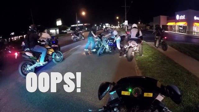 Un motard fait le kéké sur sa moto et va le regretter