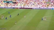 Un joueur brésilien lâche un gros tacle dans le visage de son adversaire