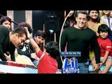 VIDEO -  Salman Khan Taking BLESSINGS From Lil Jayesh On Sa Re Ga Ma Lil Champs
