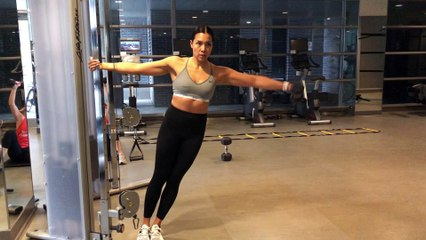 Jennifer Lau Arms Workout Leaning 1 Arm Lateral Raise