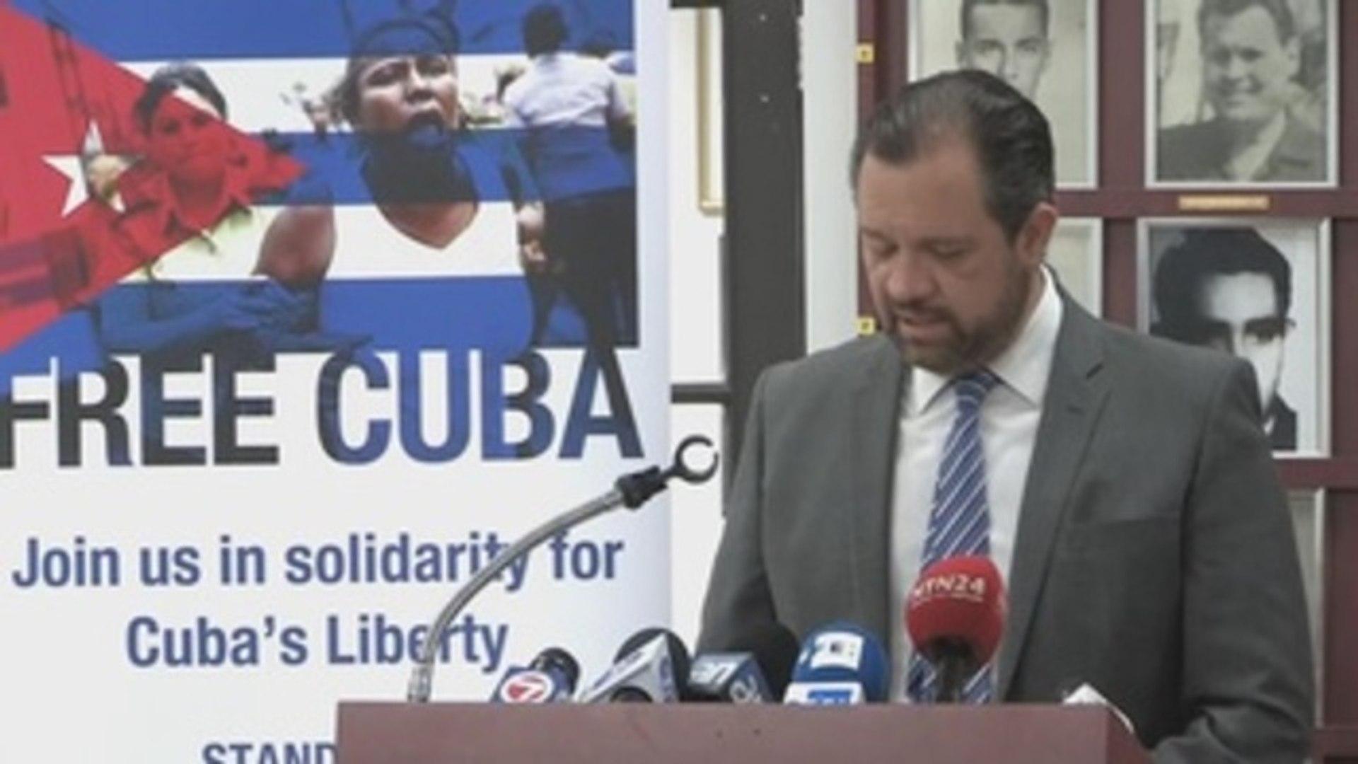 Comisión pide a Trump que use Ley Helms Burton para pedir captura de Castro