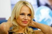 La vive inquiétude de Pamela Anderson pour Julian Assange