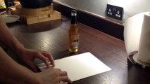 Regardez comment ouvrir une bouteille de bière avec une simple feuille