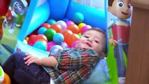 Shawns Circle: ♫ POPPING BUBBLES ♪ Family Fun Games w/ Baby! Toys Playtime (#1) | DOH MUCH FUN