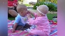 Bébés drôles se disputant Plus de sucettes Compilation