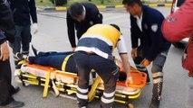 Engelli vatandaş elektrikli aracı ile otomobile çarptı, yaralanan engelli kadının yardımına vatandaş koştu