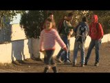 """Ora News - """"Fëmijët në gjak"""", BBC sjell historinë e Nikos në Shkodër"""