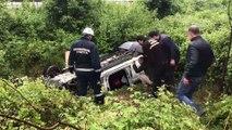 Otomobil şarampole devrildi: 2 yaralı - SAKARYA