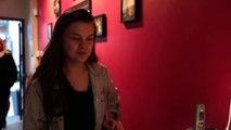 Caro a testé le restaurant Dans le Noir On sait toujours pas si Brad Pitt était présent  via SuperBon