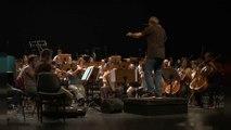 Sérgio Godinho et l'Orchestre Métropolitain de Lisbonne ensemble sur scène