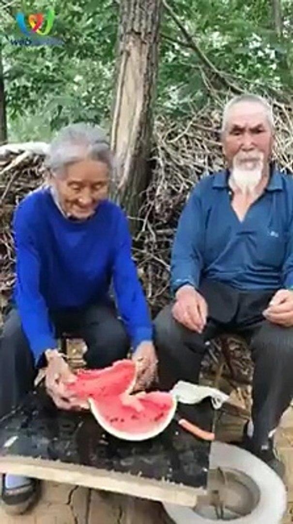 Đôi khi, hạnh phúc chỉ đơn giản là được già cùng nhau!Gửi ngay đến người ấy các mẹ nhé.Nguồn: Sưu tầ
