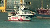 Barcelona recibe a 60 migrantes a bordo del Open Arms