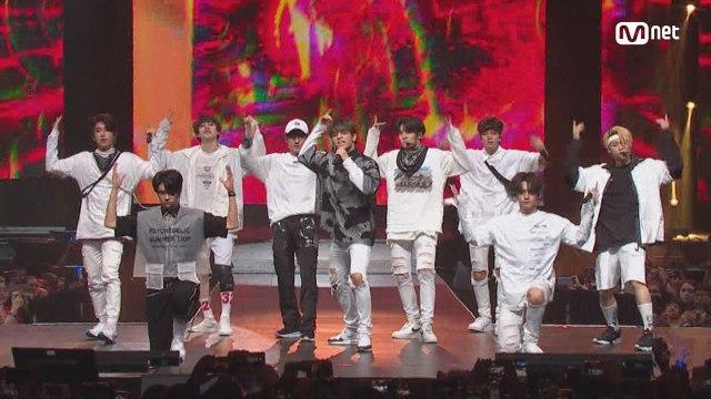 KCON 2018 NY×M COUNTDOWN 스트레이 키즈(Stray Kids) _ INTRO + District 9