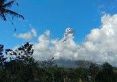 Smoke Column Rises Above Agung as Eruptions Continue