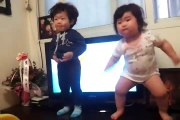 Ces bébés qui dansent vont faire votre journée... Adorable