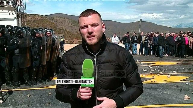 Rruga e Kombit, pa taksa. Përleshje, digjen kabinat e pagesës - Top Channel Albania - News - Lajme