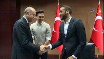 Cumhurbaşkanı Erdoğan, İngiltere'de Oynayan Türk Futbolcularla Buluştu
