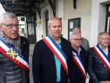 Maurienne : les élus en écharpe manifestent contre la fermeture annoncée de deux gares