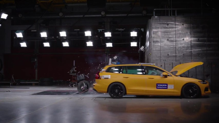 New Volvo V60 small overlap crash test