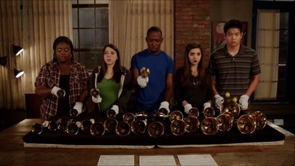 New Girl - Winston joue Eye of the tiger avec des cloches