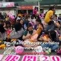 Les mamans hongkongaises aimeraient qu'on arrête de les juger quand elles donnent le sein. Et elles le font savoir : (via Topito Parents)