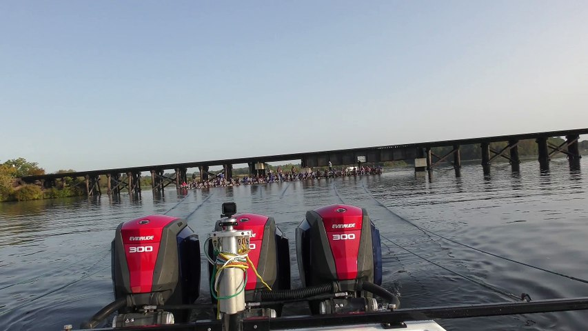 32 Barefoot Skiers Set Guinness World Record with Evinrude
