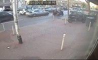 Une dépanneuse perd une voiture en pleine route... Oups