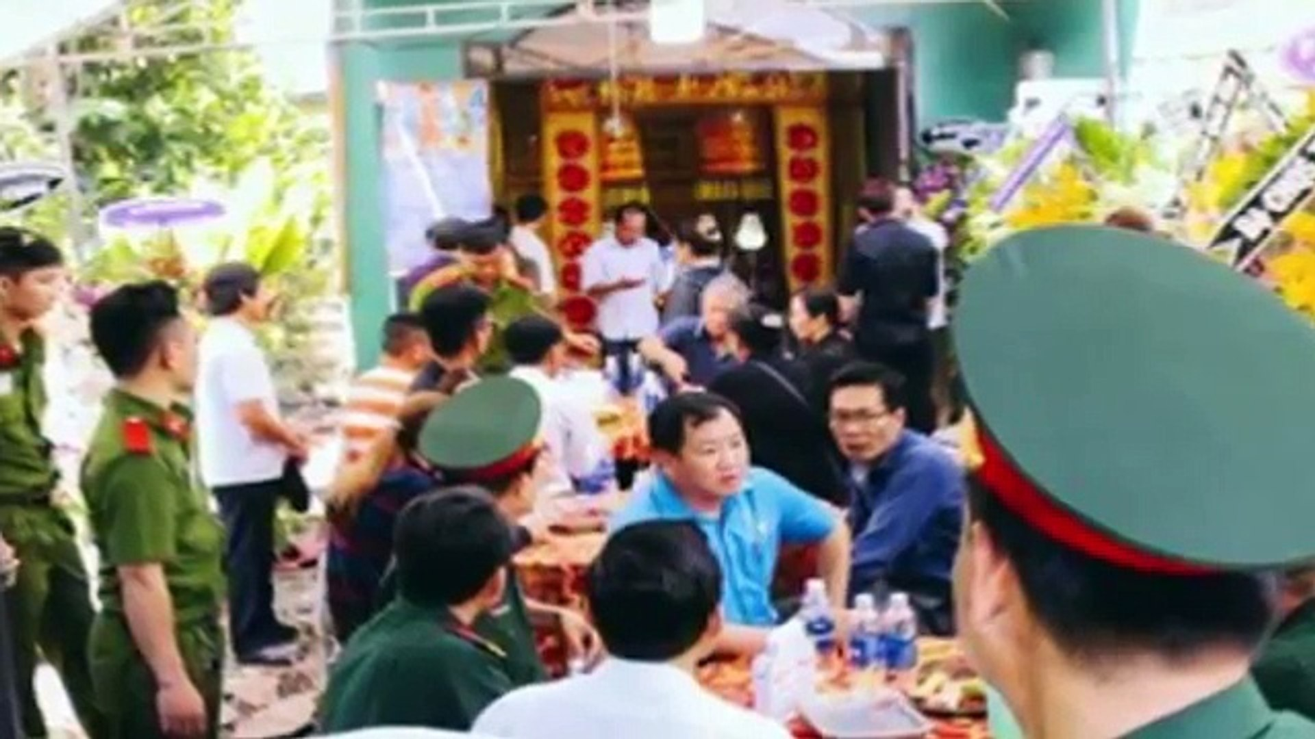 Minh Luân và Ngọc Trinh ủng hộ số tiền khủng cho hiệp sĩ ở Đồng Nai và Sài Gòn