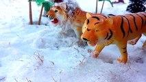 Wild Animals In Snow/Schleich Toy animals Play In Snow-Fun Safari ZOO Animals Video