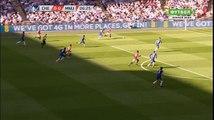"""PHẠM LỖI! Pogba bị thổi phạt sau pha vào bóng với Fabregas. Trận đấu đang """"nóng"""" ngay từ những phút đầu tiên."""