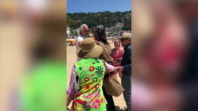 """La heroína de la """"playa separatista"""" a OKDIARIO: """"Si yo coloco una bandera de España me comen viva"""""""
